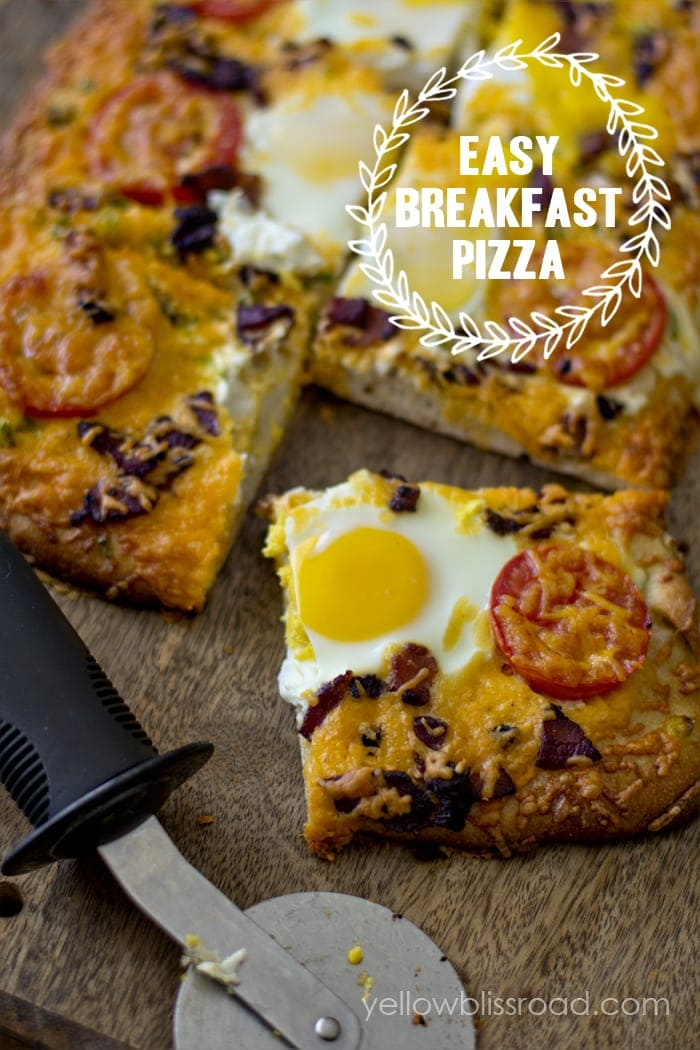 Easy Breakfast Pizza - a hearty, easy to make breakfast