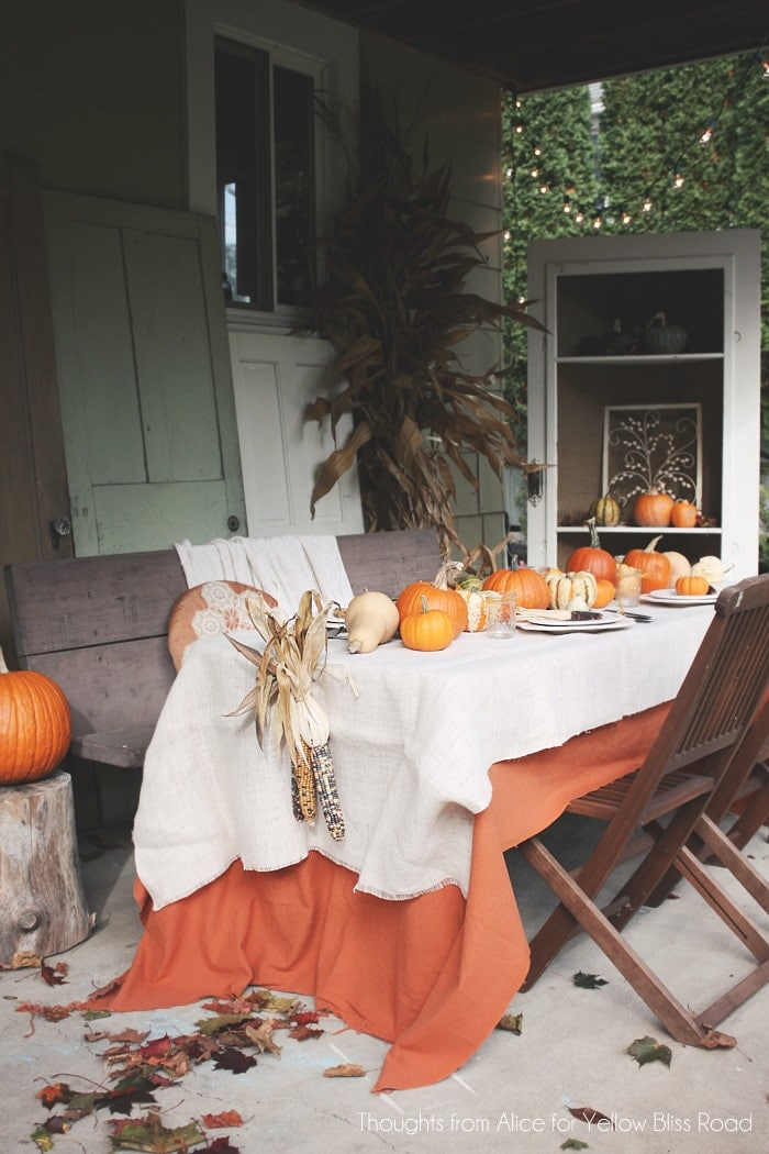 Outdoor patio thanksgiving table for Outdoor table decor ideas