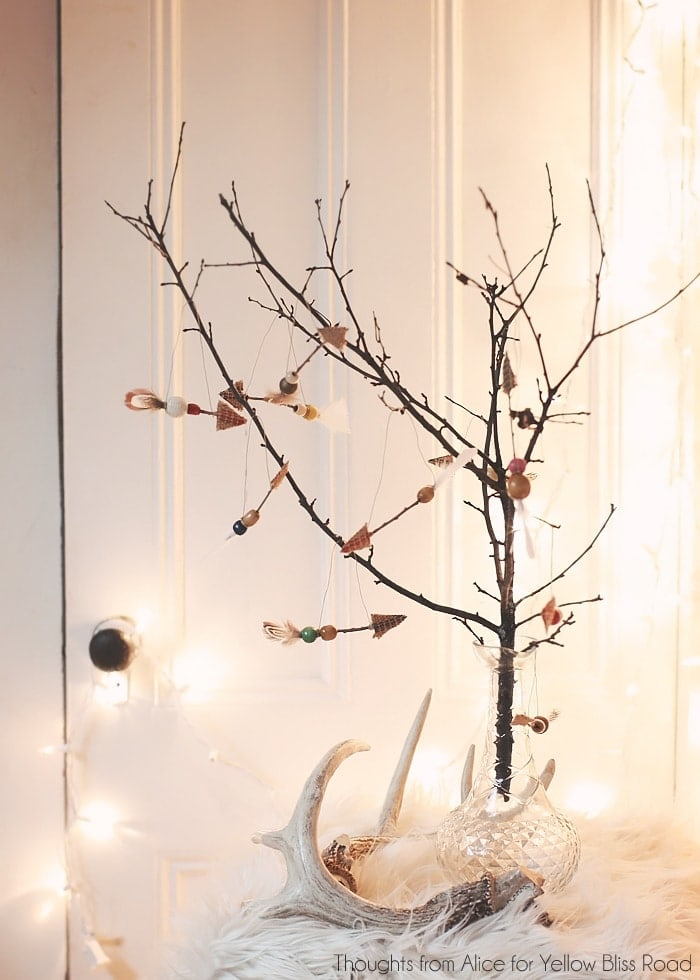 Simple Twig Christmas Tree with Arrow Ornaments | DIY Christmas Decor