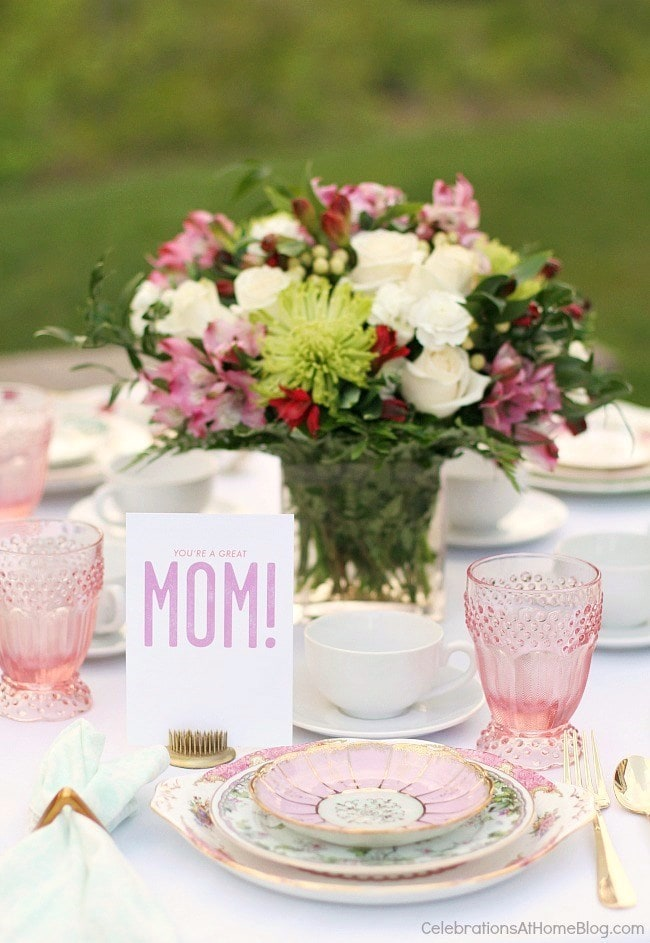 This fantastic Mother's Day brunch meal plan has everything you need to make it a special day for Mom. From brunch recipes to easy gifts to table settings, we've got you covered!